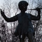 Statue_of_Peter_Pan,_Hyde_Park,_London_(10)_crop